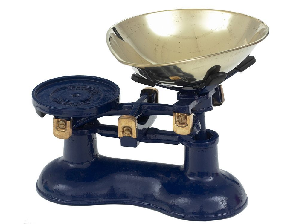 Victor kitchen scales in blue | old fashioned scales